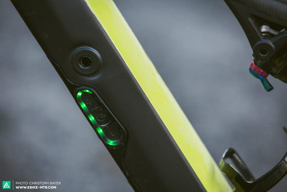 Minimal Specialized have skipped the regular bar-mounted display and use ten LEDs on the downtube to reveal the level of pedal assist and battery life. Ace! You can also connect a display or remote lever using Bluetooth if you like.
