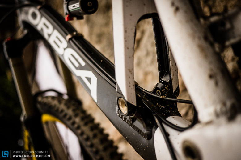 Downtube Cable Highway - Clean, smooth bolt on system for easy maintenance.
