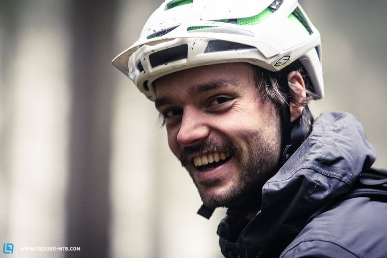Once put on your head you'll forget that you are actually wearing a helmet. The Forefront offers a very compact and comfortable feel - thanks to its reduced volume.