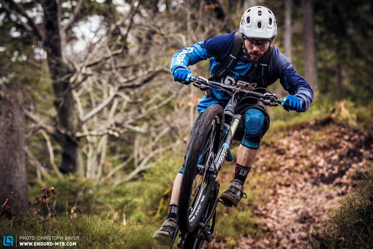 Preview: 12 knee protectors put to the test (laboratory & field test)