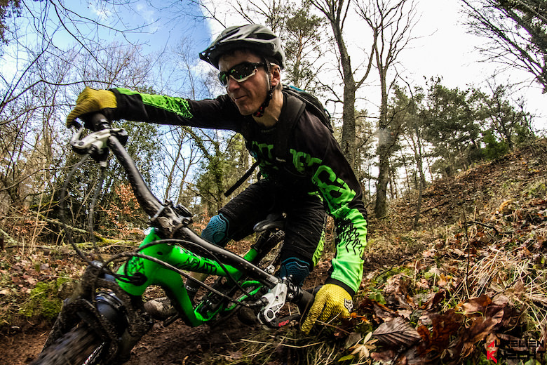 In 2014 he rides officially for Commencal, Magura Passion People, Bliss Camp, Sabma, Notubes, RSP, DM3, ION bike and Mondovélo Sélestat.