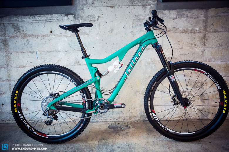 The Juliana Roubion features 160 mm travel on 27.5″ wheels, and is aimed at all mountain riders