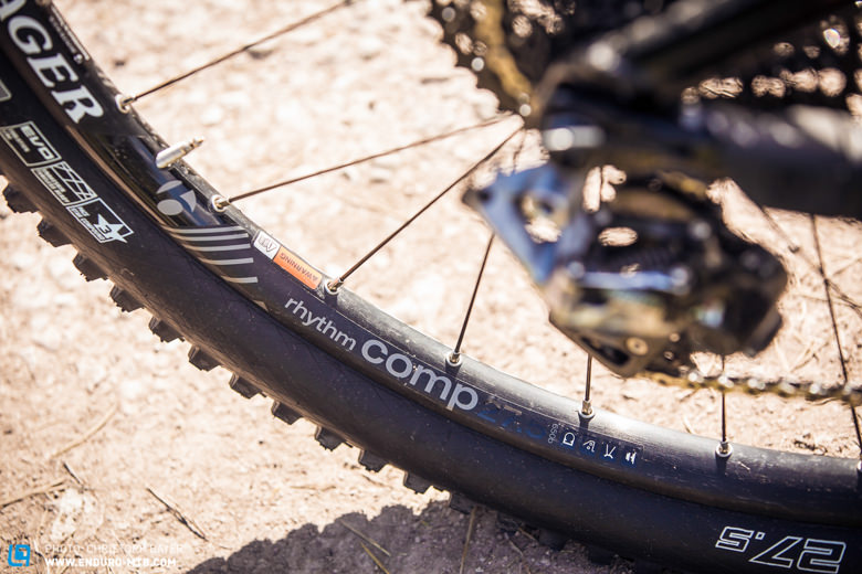 With 1910 gramm, the Bontrager Rhythm Cmp wheels have some potential for weight-tuning.