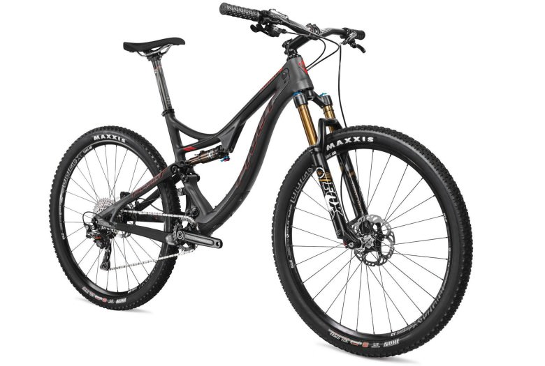 """The new Pivot Mach 4 trail bike with 115mm of travel and 27,5"""" wheels."""