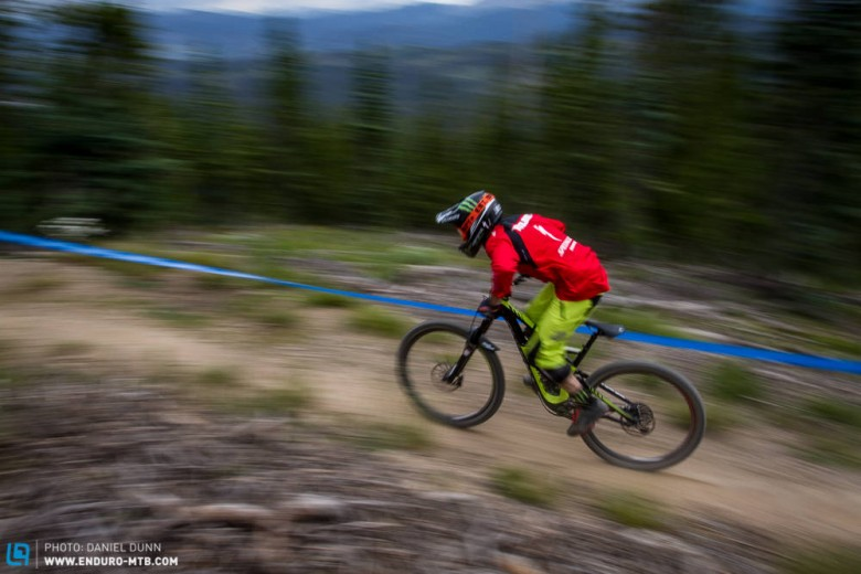 Welcome in the international enduro racing stage Mitch Ropelato. In his first EWS ever, Ropelato finishes in 4th place. Maybe downhillers can pedal.