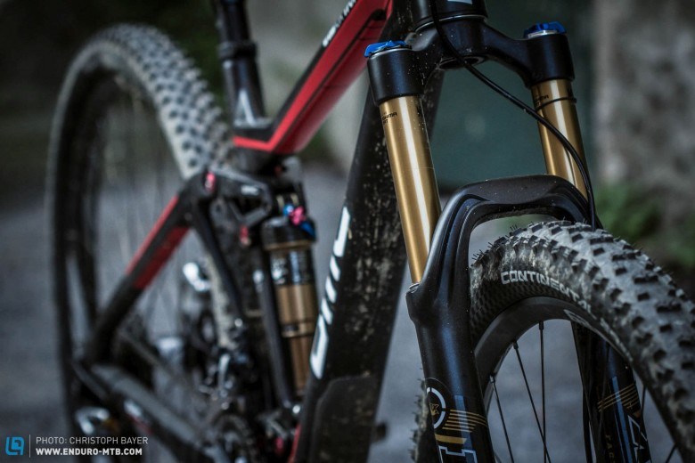 Diver. The Fox 34 Float 29 fork in the BMC lacks compression damping for steep, demanding courses. Even in the trail mode, it compresses too far into the travel when braking or in bumpy terrain, not least because of the large amount of pressure on the front wheel caused by the low front end.