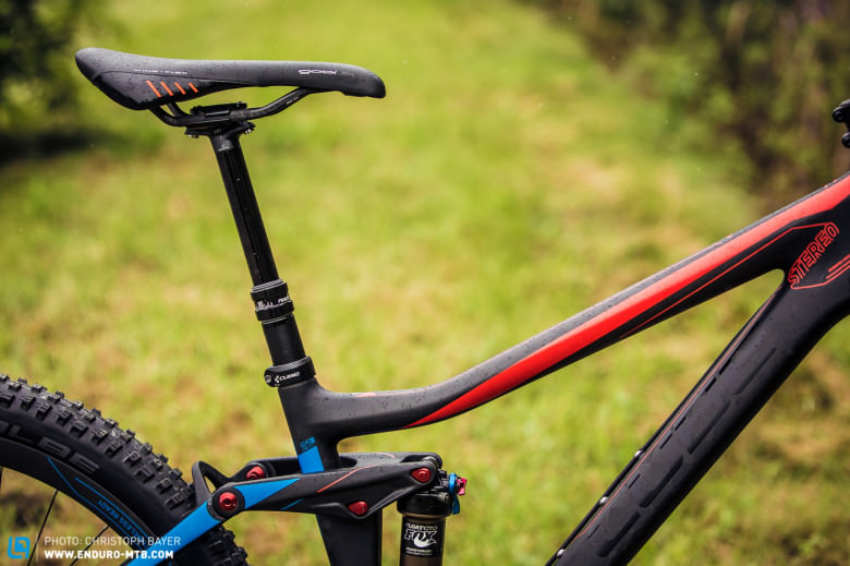 The low and long top tube provides lots of standover clearance.