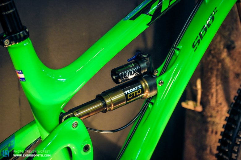 The frame weight is 5.78lbs, building upto a 27.5lbs bike, as pictured here