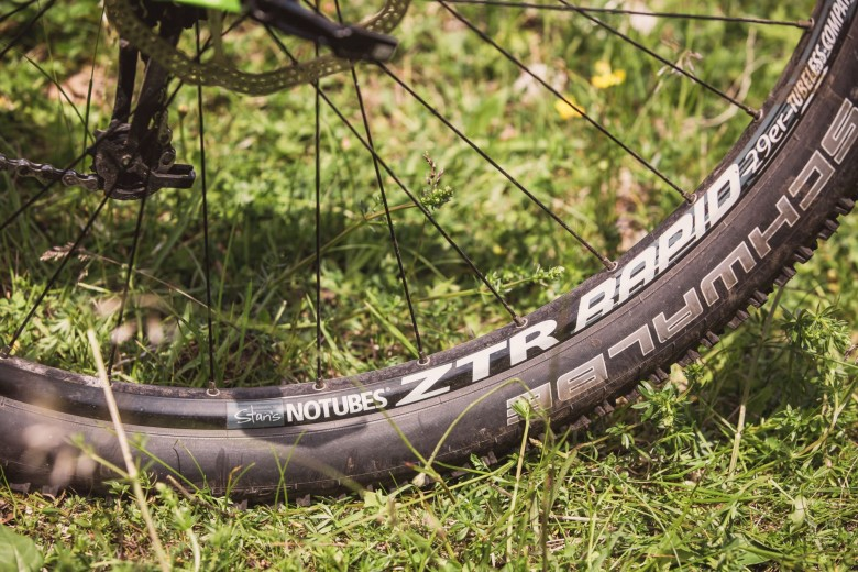 The 25mm-wide NoTubes ZTR Rapid rims and Schwalbe Nobby Nic tyres are already set up for running a tubeless system that can almost eliminate pinch flat punctures and air loss from thorns.