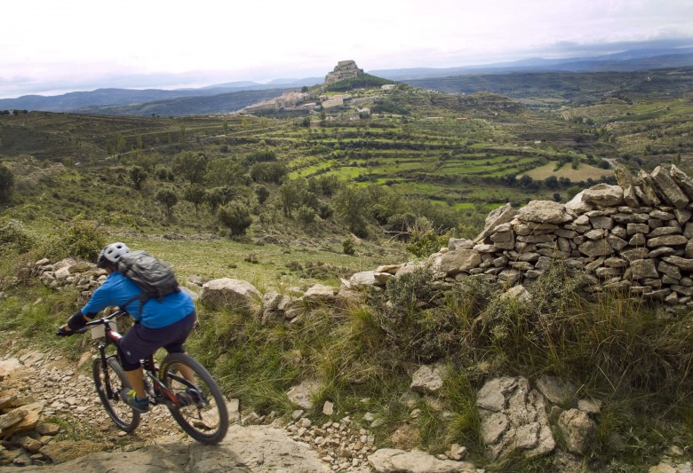 The setting is perfect for serious mountain biking, combining the fun of the trails to great viewing spots, amazingly diverse and very well preserved.