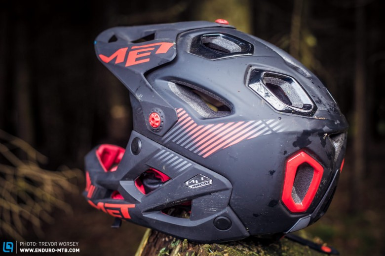 Huge vents keep the helmet cool, and we liked the Safe-T Advanced harness, allowing fine tuning of the fit, and offering trail lid stability.