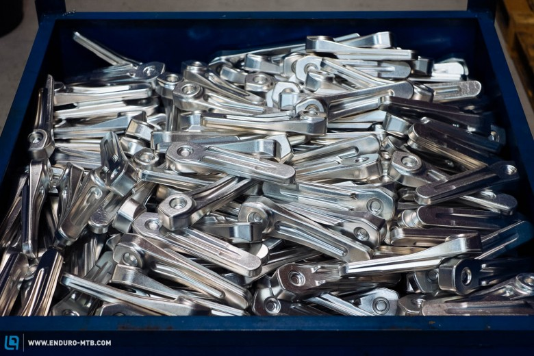 The cranks are forged from 7000 series aluminum alloy.