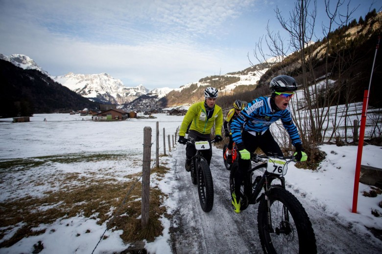 The leading group of the 2015 Snow Epic racing up the valley. © SNOW EPIC/Nick Muzik