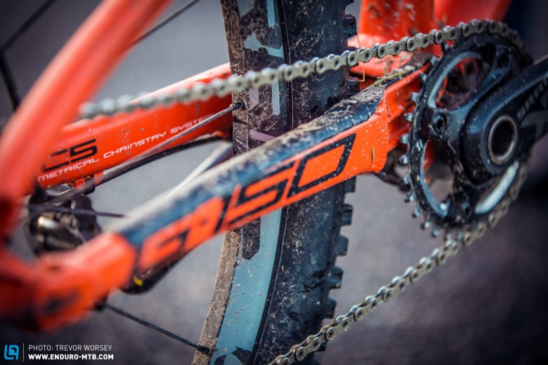 The short 425 mm chain stays make weight shifts and manuals a breeze