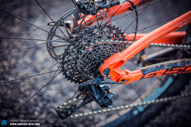 The G-150 Works is bristling with excellent components,  full SRAM X01, Pike, RockShox Monarch Plus Debonair RC3; all race winning components