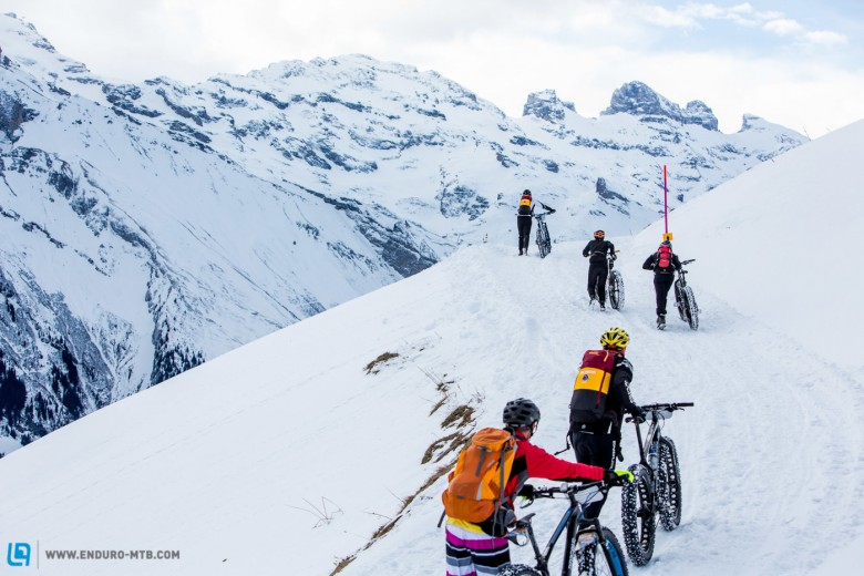Pushing is all part of it during stage 2 and 3 of the first Snow Epic, Foto: Snow Epic / Nick Muzik