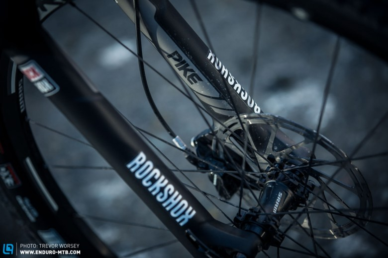 The 4 pot SRAM Guide RS brakes, twinned with 180/160 mm rotors should provide light and effective braking