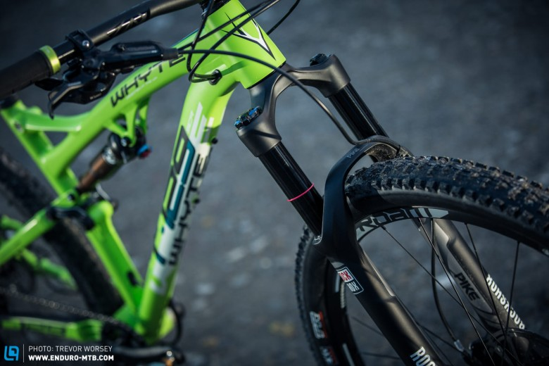 The 120mm Rock Shox Pike show that this 29er has big aspirations