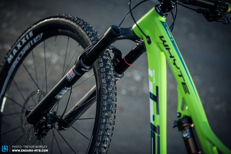 """The 68 degree head angle and Maxxis High-Roller II TR 29 X 2.3"""" EXO front tyre should keep things planted when the terrain gets rough"""