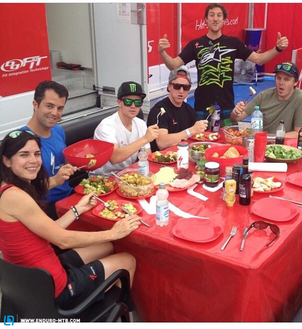 The boys and girls from the Specialized team at lunch together
