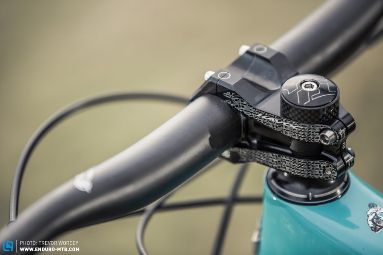 The (35 mm bar clamp) Easton Havoc 50 mm stem and 800 mm Easton Havoc Carbon bar is a firm 'riders favourite'