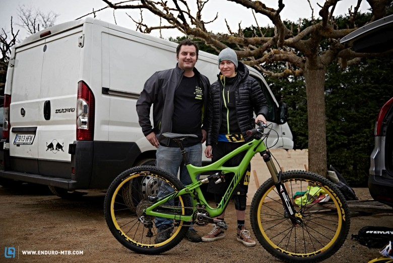 The organizer Jep Coromines with the most award winning rider Chausson (Ibis) checking out the new HDR3.