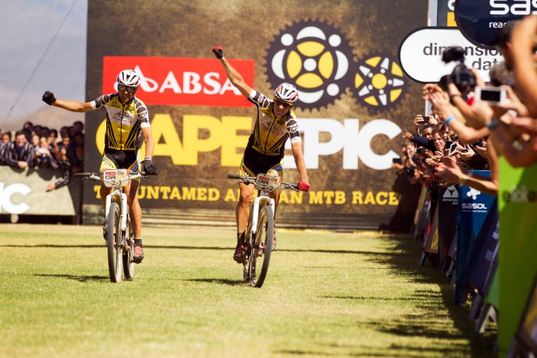 Third consecutive victory – Even 30 °C heat can't stop Christoph Sauser and Jaroslav Kulhavy (Investec-Songo-Specialized).
