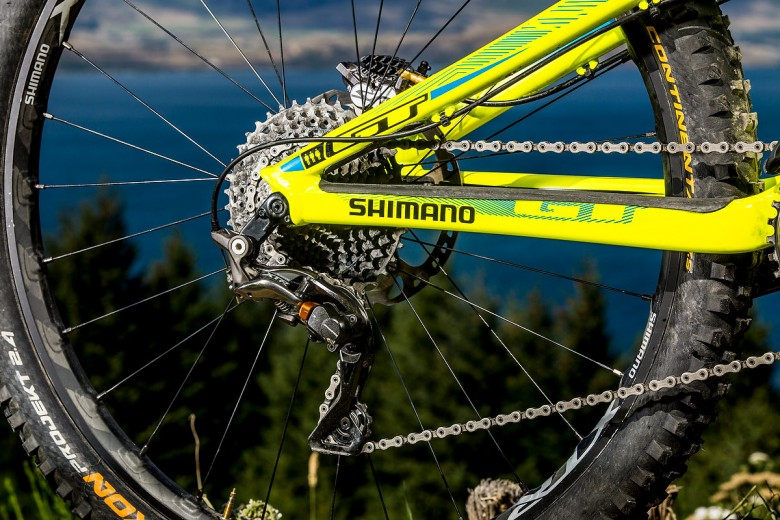 The Athertons will be running the tried and true XTR mechanical drivetrain.
