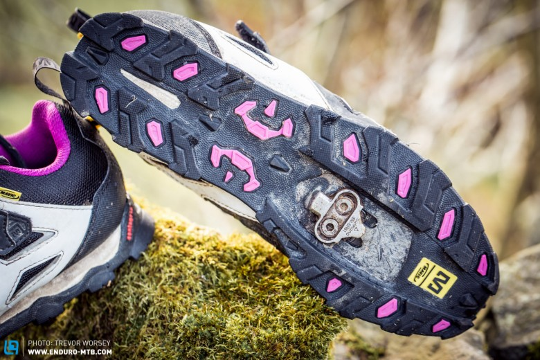 The grippy Contagrip sole unit offers ample cleat position adjustment and fast engaging