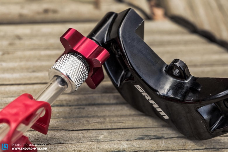 Simply push the adaptor into the bleed port and turn the knurled ring to open and close. Bleeding has never been easier