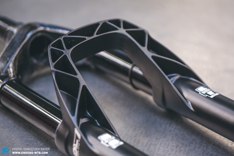 The honeycomb structure of the fork bridge –rigid and lightweight.