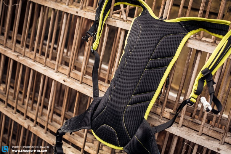 The back has been especially designed to rest centrally on your back and thus provide optimal ventilation.