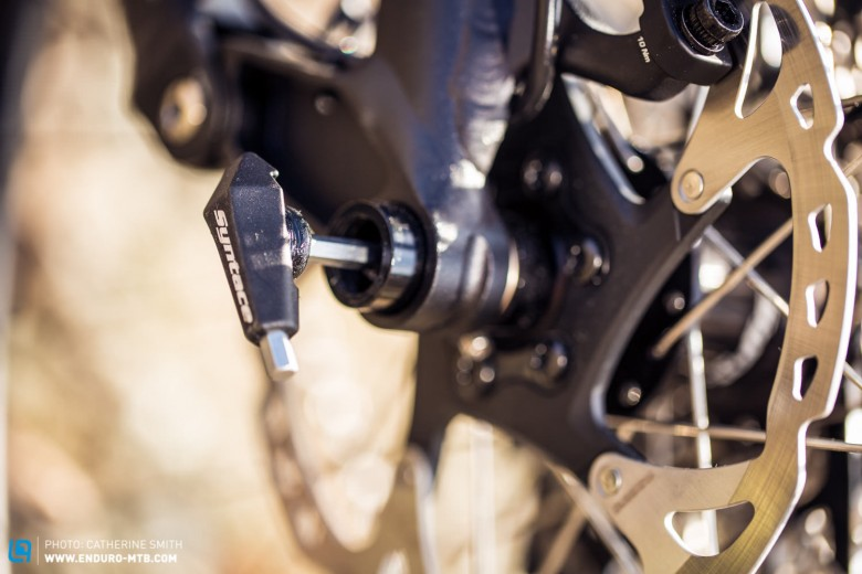 There is an integrated alan key that allows adjustment of all frame bolts