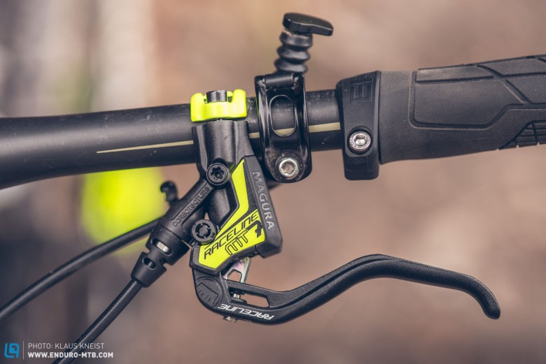 The Carbotecture®  composite levers are astoundingly light.