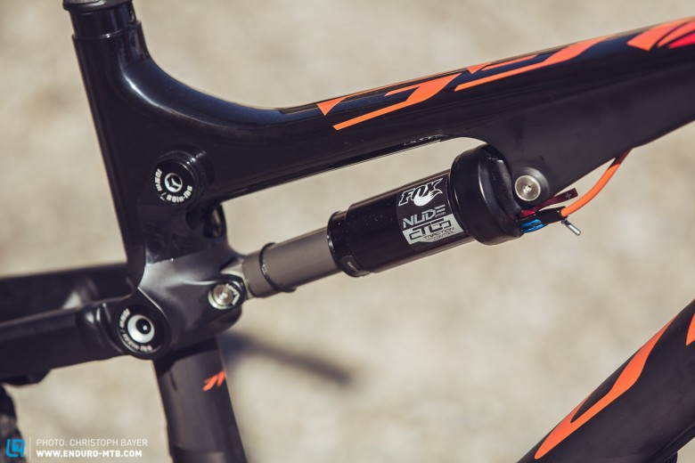 … the FOX Nude CTCD shock with three different levels. The lever couldn't look much more at home on the bike. With the FlipChip you can also alter the head tube angle by 0.5° and the bottom bracket height by 7mm.