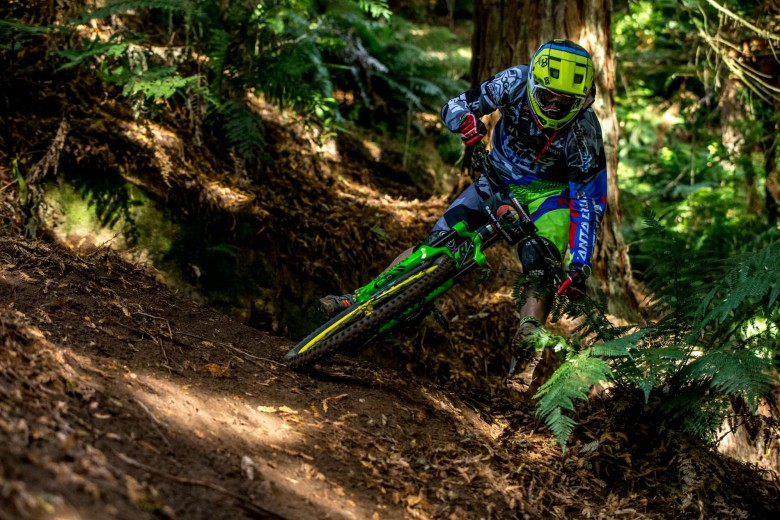 Aimed at both downhill and enduro style racing, the XULT weighs 1100g