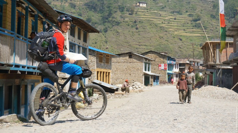 This time Rodolphe Pasciuto did a self-supported bike packing trip in Nepal.