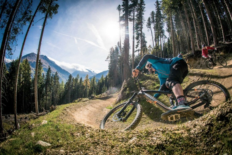 The 'Bike Republic Sölden' creates a unique brand with a clear vision, which not only stands out by means of a spacious terrain, diverse trails and Tyrol's biggest pumptrack against other bike regions.