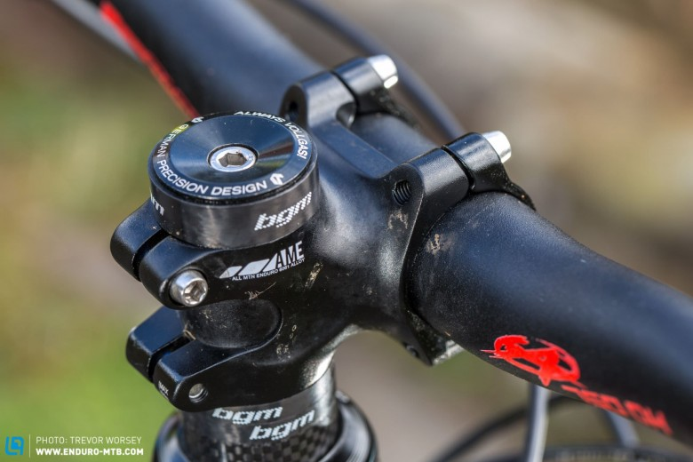 A 40 mm stem keeps the front end of the bike compact