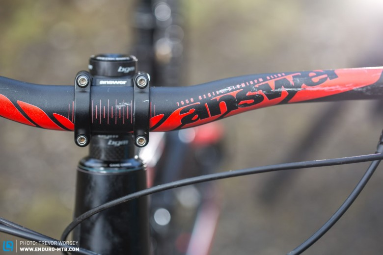 The Answer Pro Taper bar is left uncut at 750mm, and is showing some battle scars from the NZ EWS