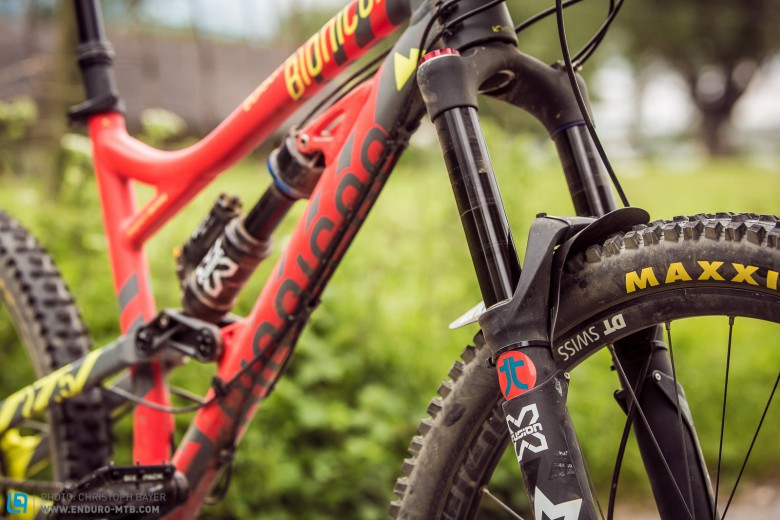 The bike comes with DT Swiss-wheels and X-Fusion fork and shock.