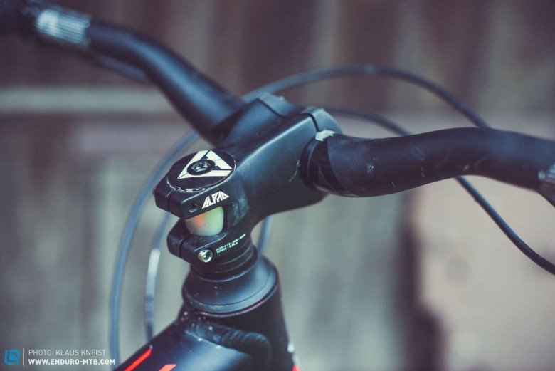 … and one in the X-Fusion Velvet forks ensure the necessary rigidity. The 60mm stem and 730mm bar come courtesy of their in-house brand RIDE ALPHA, as do the hubs and rims…
