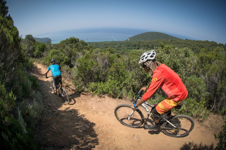 The hills of Maremma, Tuscany, held the event, mixing up kite boarding mountain biking.
