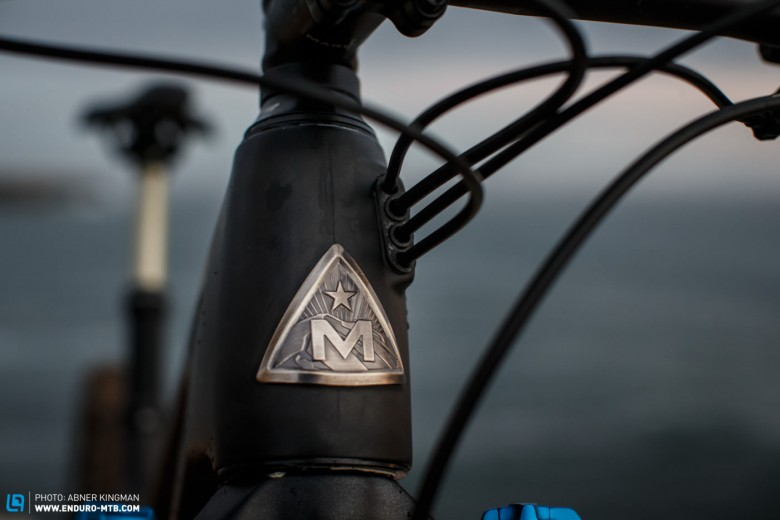 Internally routed cables create a clean look. Chic: the Marin logo on the head tube.