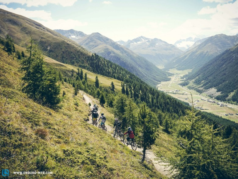 Freeride-rides in breathtaking surroundings are also part of the program!