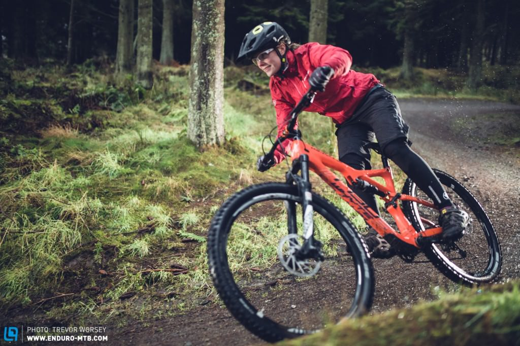 The new Endura Singletrack Jacket blends vibrant colours with rugged  practicality 45e83cd7f