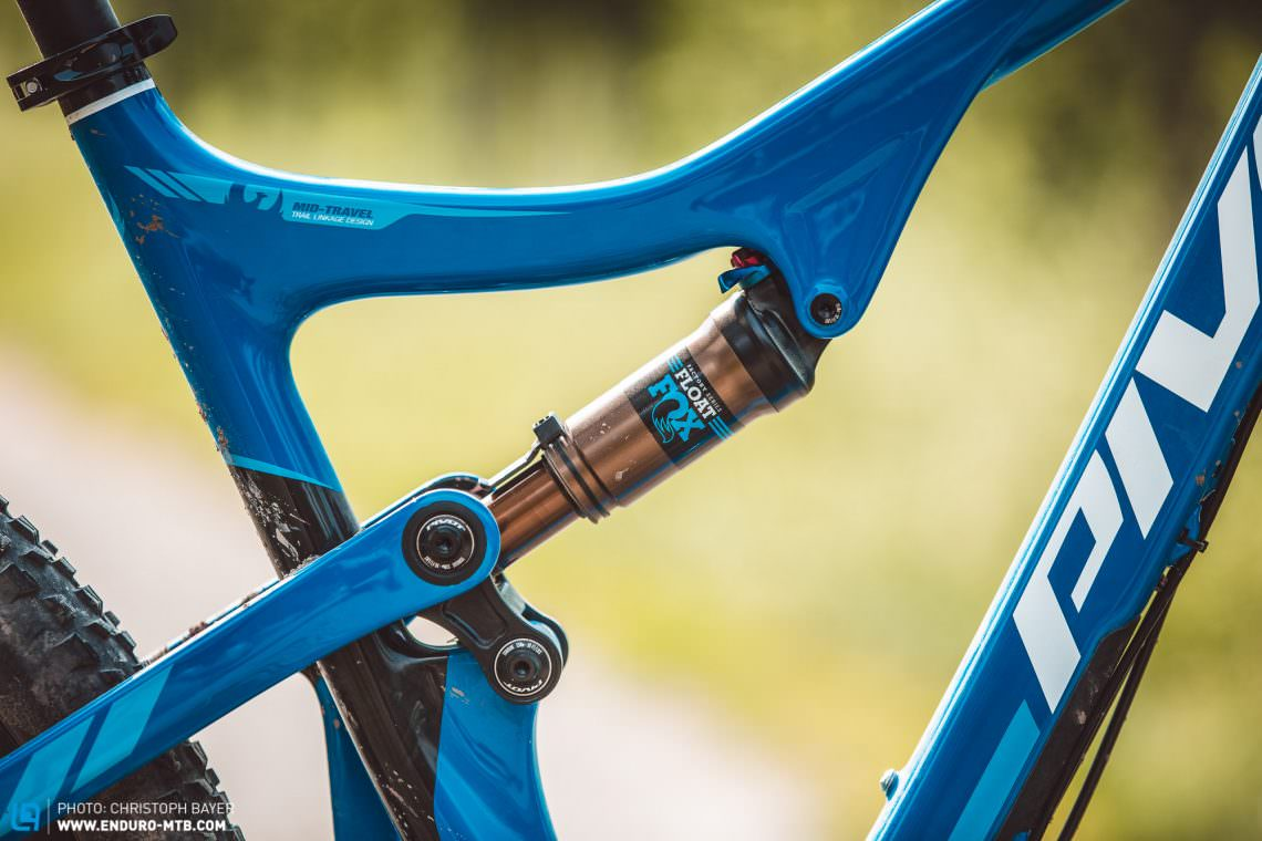 Pivot Mach 429 Trail Review Enduro Mountainbike Magazine Of A Bike Shock Absorbers 101 Tire Types Bicycle Geometry Fitting For The Smooth Carbon Frame Design And Meticulous Paintjob Give Breath Taking Silhouette