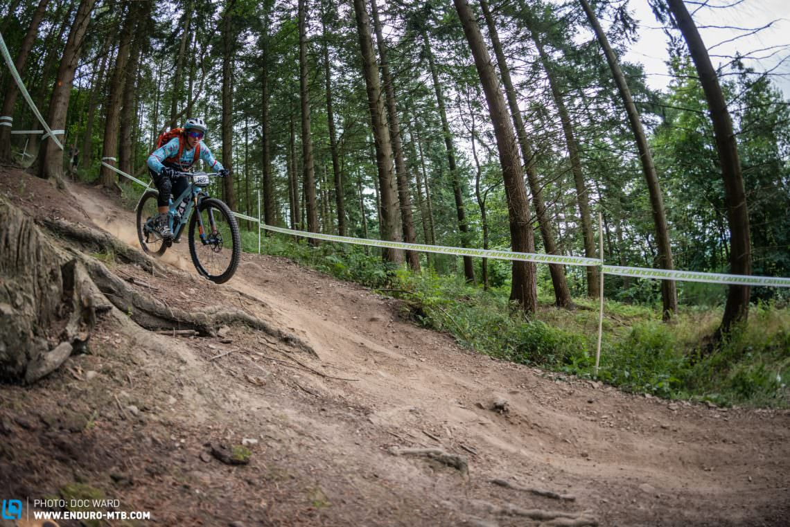 2016 World Champion and still big time ripper, Tracy Moseley anhialated the other Elite Women, that new Trek looks so awesome!