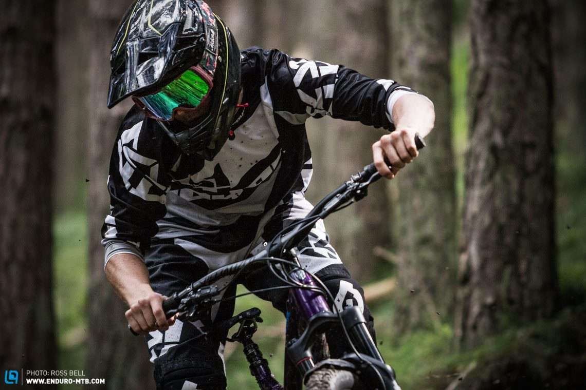 downhill mountain biking full face helmets. Black Bedroom Furniture Sets. Home Design Ideas