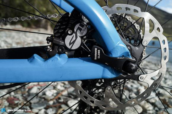 The Shimano Saint brakes naturally serve the purpose of bringing the Speedfox to a surefire stop.